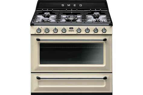 cuisine smeg piano de cuisson smeg tr90p1 4067002 darty