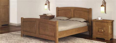 set de chambre bois massif chambre à coucher en bois et rangements meubles bois massif