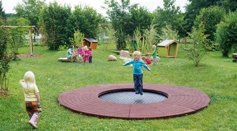 tips  choosing indoor  outdoor trampoline