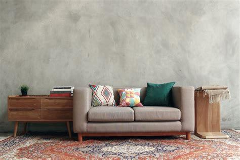 Bahan alami seperti kayu, serta kulit pada sofa menjadi tren pada tahun 2020 ini. Perhatikan Pemilihan Warna Sofa Minimalis