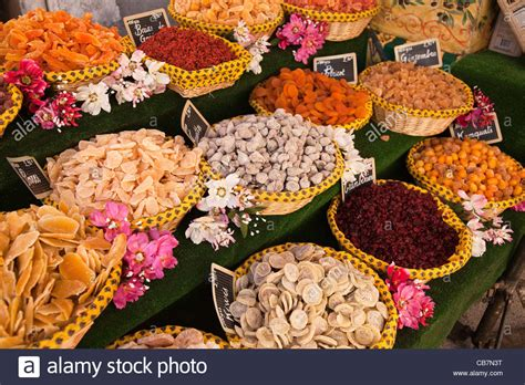 cuisines proven軋les baskets of food on a market stall st andré les alpes stock photo royalty free image 41352188 alamy