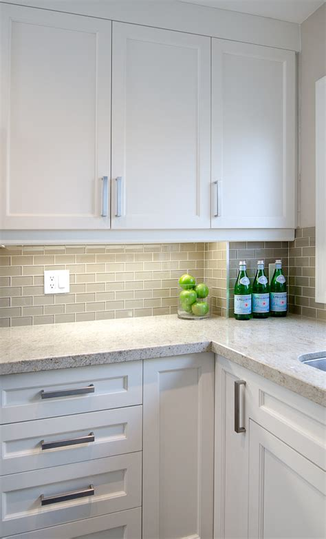 White Cabinets Countertop What Color Backsplash by White Shaker Cabinets Gray Subway Backsplash Kashmir