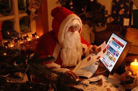 Santa Claus on Computer in Christmas Holidays Wallpaper ...