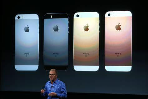 apple unveils new iphone se apple starts a busy week with new iphone launch 171 cbs miami