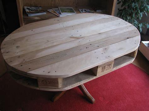Ovaler Tisch Aus Einer Alten Europalette Und Einem Alten