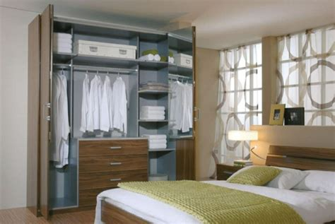 porte placard chambre les portes de placard pliantes pour un rangement joli et