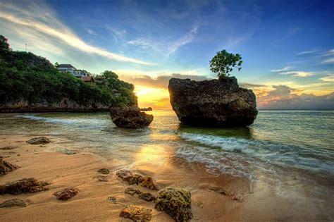 pantai pantai terbaik  indonesia