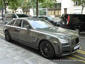 Rolls Royce France : rolls royce ghost spotted in paris france on 07 15 2012 photo 2 ~ Gottalentnigeria.com Avis de Voitures
