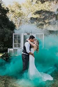 24 colorful smoke bomb wedding photo ideas roses rings