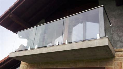 altezza ringhiera balcone come fare manutenzione a ringhiera e parapetto misterinox it