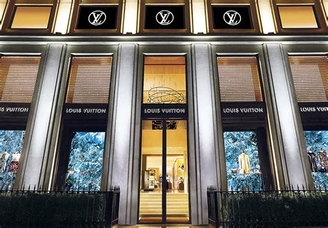 louis vuittons revamped store  avenue montaigne