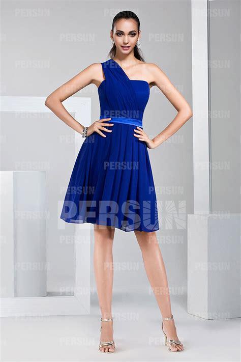 robe demoiselle d honneur bleu robe demoiselle d honneur bleu asym 233 trique en mousseline au genou robespourmariage fr
