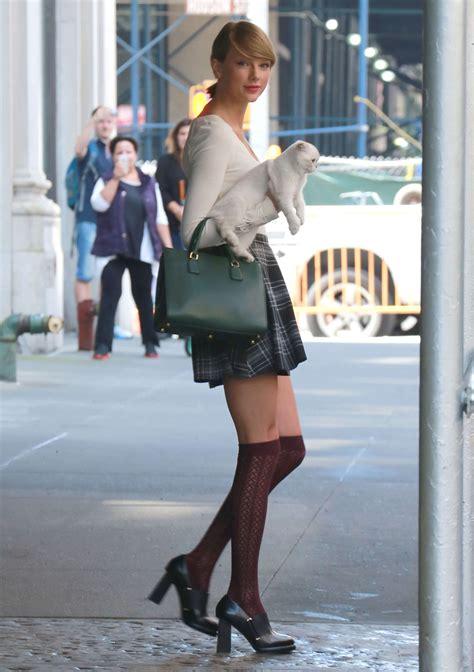 taylor swift  mini skirt  gotceleb
