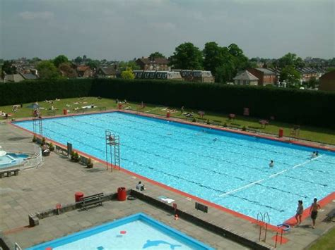 lidos  outdoor swimming pools  london swimming
