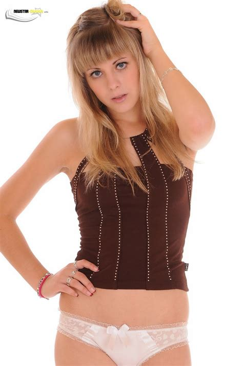 Фотографии красивой девушки Юная модель Амбер Диана фото Tiny Model Amber Diana Photo