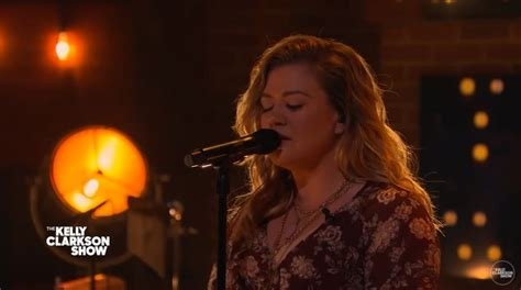 Kelly Clarkson wows fans with moving cover of 'Unchained ...