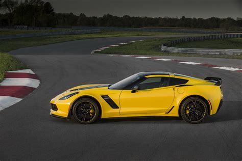 New 2016 Corvette Z06 C7.r Edition Pays Homage To C7.r Racecar