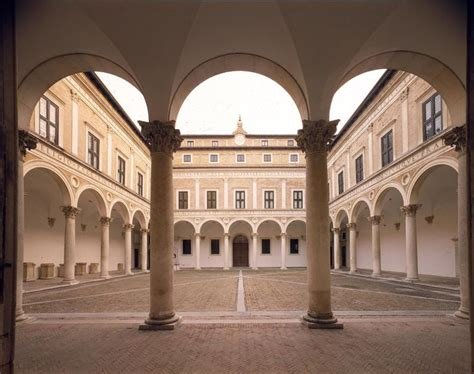 Cortile Palazzo Ducale Urbino by Urbino Cortile D Onore Palazzo Ducale I Dolci Grappoli
