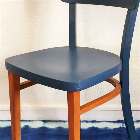 relooker chaise en bois 17 meilleures idées à propos de chaises peintes sur chaises pour table à manger