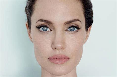foto de STORY Of Angelina Jolie s Big Lips: Celebrity Mouths In Beauty
