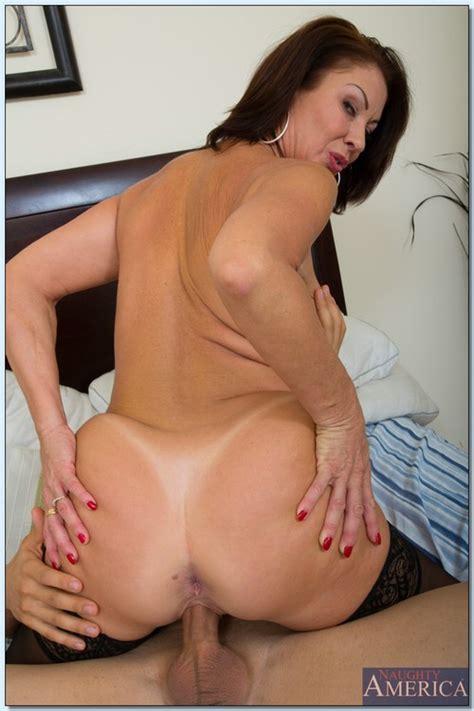 Vanessa Videl Strip Naked In The Kitchen Milf Fox
