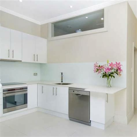 kleine küche einrichten weiße kleine küche einrichten 30 vorschläge archzine net