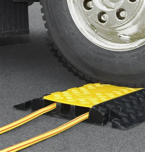 pedane passacavi pedana passacavi a 3 canaline sicurezza stradale