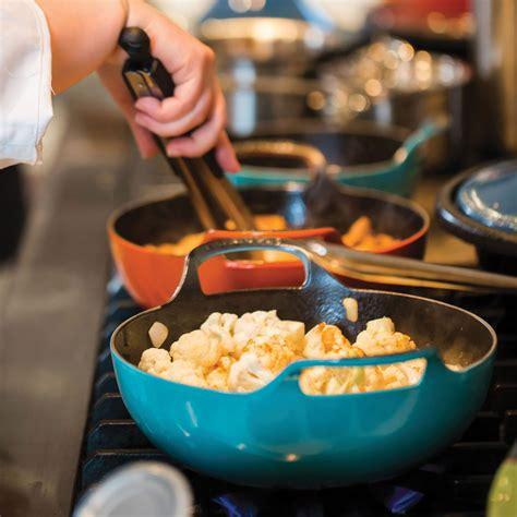 le creuset cast iron balti dish  quart oyster cutlery