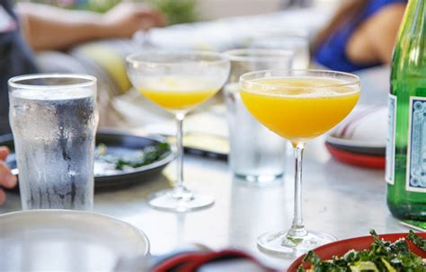 how to make a mimosa how to make mimosas worth getting drunk best mimosa recipes