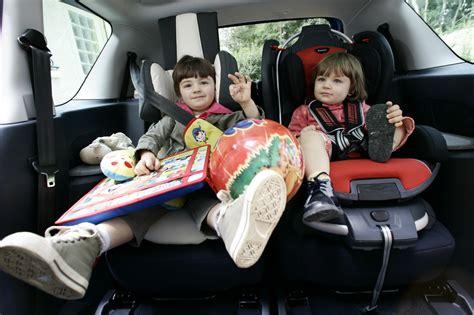 comment mettre un siege auto siège auto quelles sont les voitures familiales les mieux adaptées l 39 argus