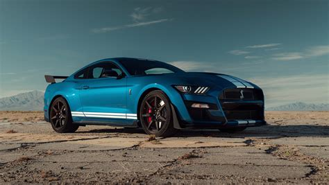ford mustang shelby gt roars  detroit