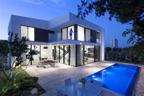 2 Simple Modern Homes With Simple Modern Furnishings by Simple Modern House With An Amazing Floating Stairs