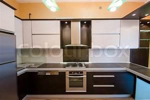 Boden Kühlschrank Real : interior of modern kitchen stockfoto colourbox ~ Kayakingforconservation.com Haus und Dekorationen