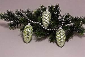Weihnachtskugeln Aus Lauscha : 3 tannenzapfen 6 cm eis wei mit gr n christbaumkugeln ~ Orissabook.com Haus und Dekorationen