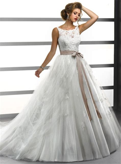 Princess Ball Gown Bateau Lace Tulle Wedding Dress With