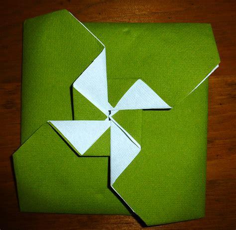 pliage de serviette de table en forme de pochette avec ailes de moulin r 233 aliser une pochette