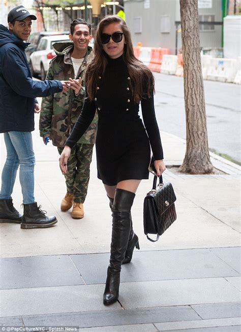 Hailee Steinfeld pulls off sexy look with tight dress and ...