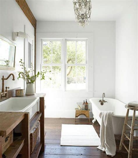 lustre salle de bain 40 photos d int 233 rieur de la baignoire ancienne