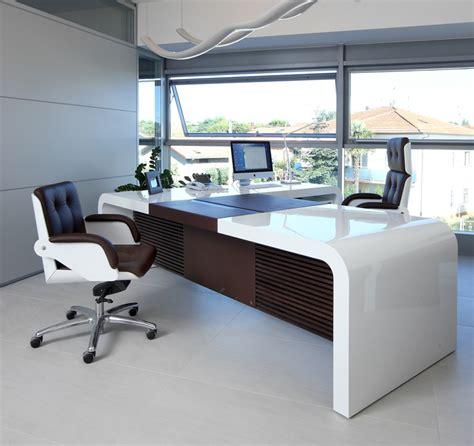 tau ceo desks  managing directors desks