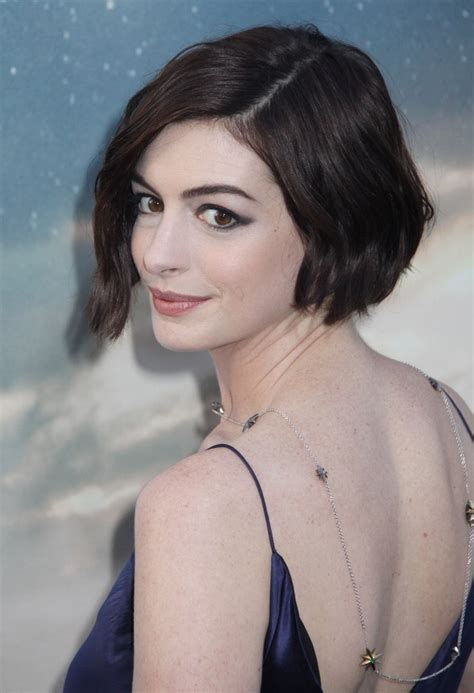 See how you can wear pixies and bobs and never get bored with them! Anne Hathaway wearing her hair in a short wavy bob