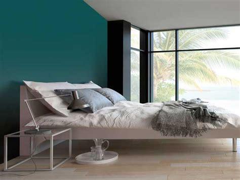 couleur mur chambre couleur gris urbain sur un mur de chambre parentale