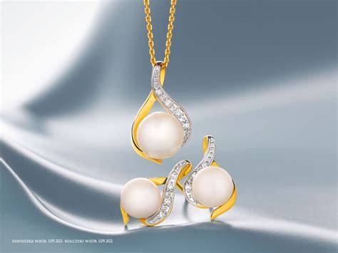 colgante de oro amarillo con diamantes y perla artelioni