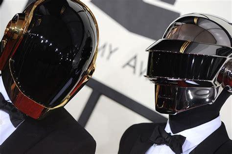 Pillaron a uno de los miembros de Daft Punk sin casco ...