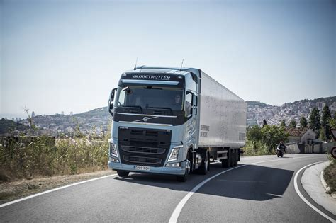 volvo trucks volvo trucks new gas trucks cut co2 emissions by 20 to 100