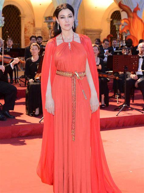 monica bellucci  ravishing  red  filming