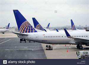 United Airlines plane at airport Stock Photo, Royalty Free ...