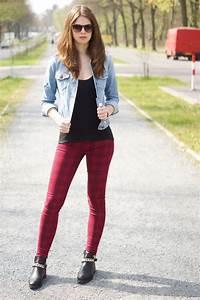Kleid Mit Jeansjacke : 4 days 4 ways wie tr gt man eine jeansjacke 2 ~ Frokenaadalensverden.com Haus und Dekorationen