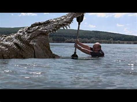 man fights  crocodile  lake youtube