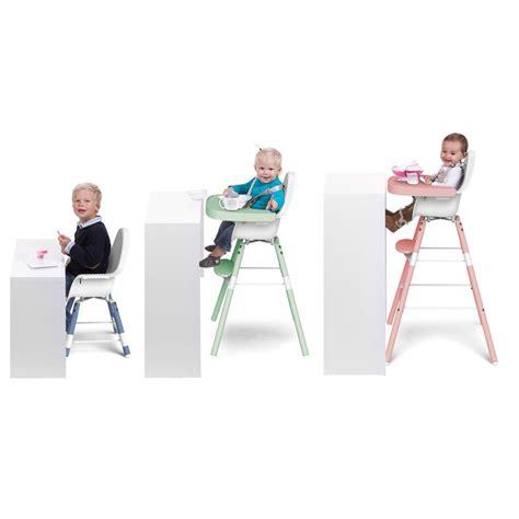 chaise haute qui s accroche à la table chaise haute évolutive evolu blanc bleu childwood