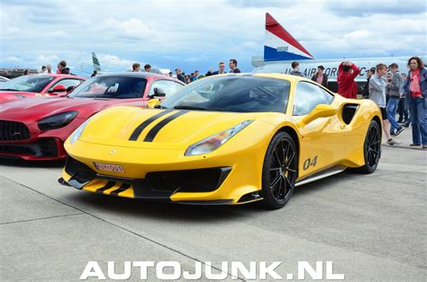 Whereas most ferraris are finished in red or yellow, this 488 pista is finished in a glistening shade of silver. Ferrari 488 Pista Modena Yellow foto's » Autojunk.nl (243600)